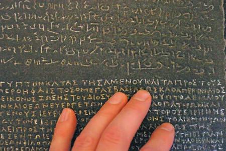 Los jeroglíficos egipcios y la Piedra de Rosetta
