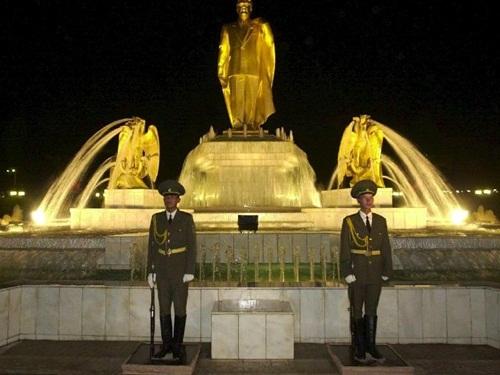 Estatua de oro de Niyazov
